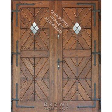 drzwi-drewniane-w-stylu-mazurskim-dwuskrzydłowe