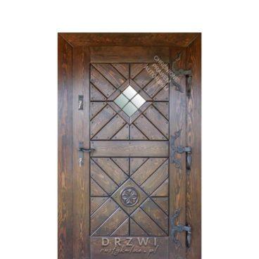 drzwi-wejściowe-drewniane-ze-zdobieniem-snycerskim