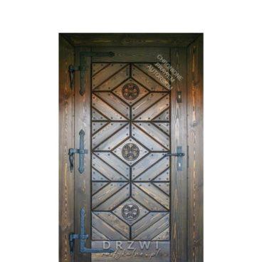 drzwi-zewnetrzne-rustykalne-na-okuciach-kowalskich