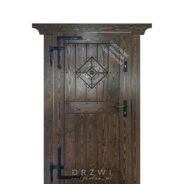 wejsciowe-drzwi-drewniane-z-rozetą-2